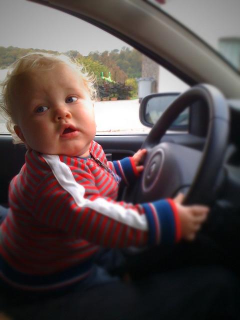baby-driving-an-en-alain